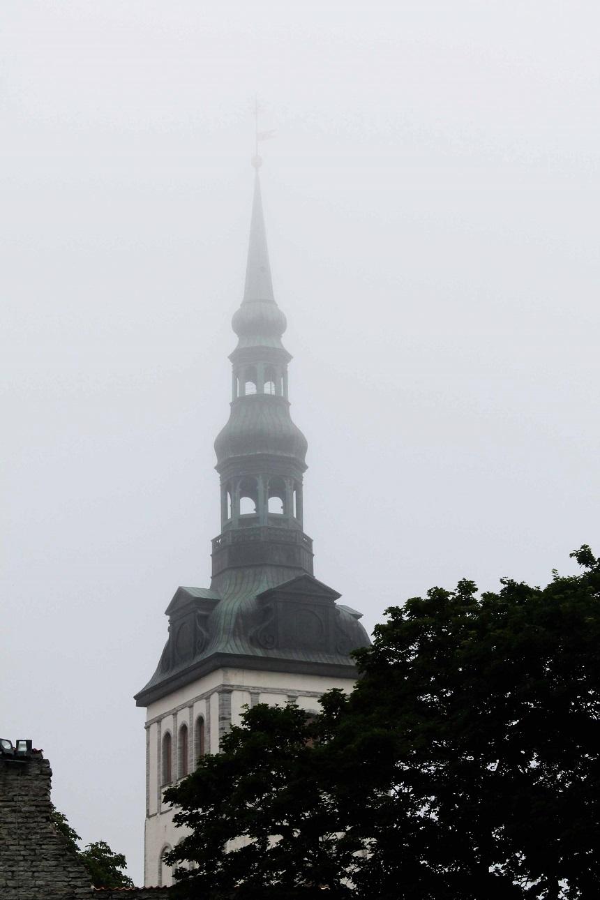 Bevor Touristenmassen heranströmen: Tallinn ist wunderbar mystisch im sehr frühen Morgennebel
