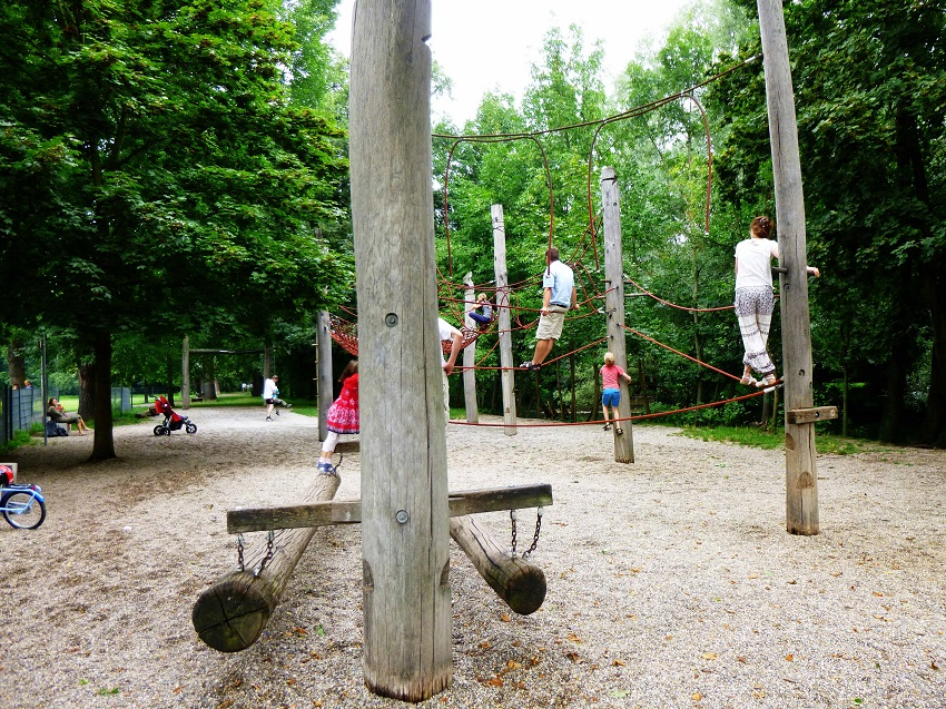 Klettergarten auf der Wöhrder Wiese. Direkt neben dem Erfahrungsfeld zur Entfaltung der Sinne. Das macht Spaß!