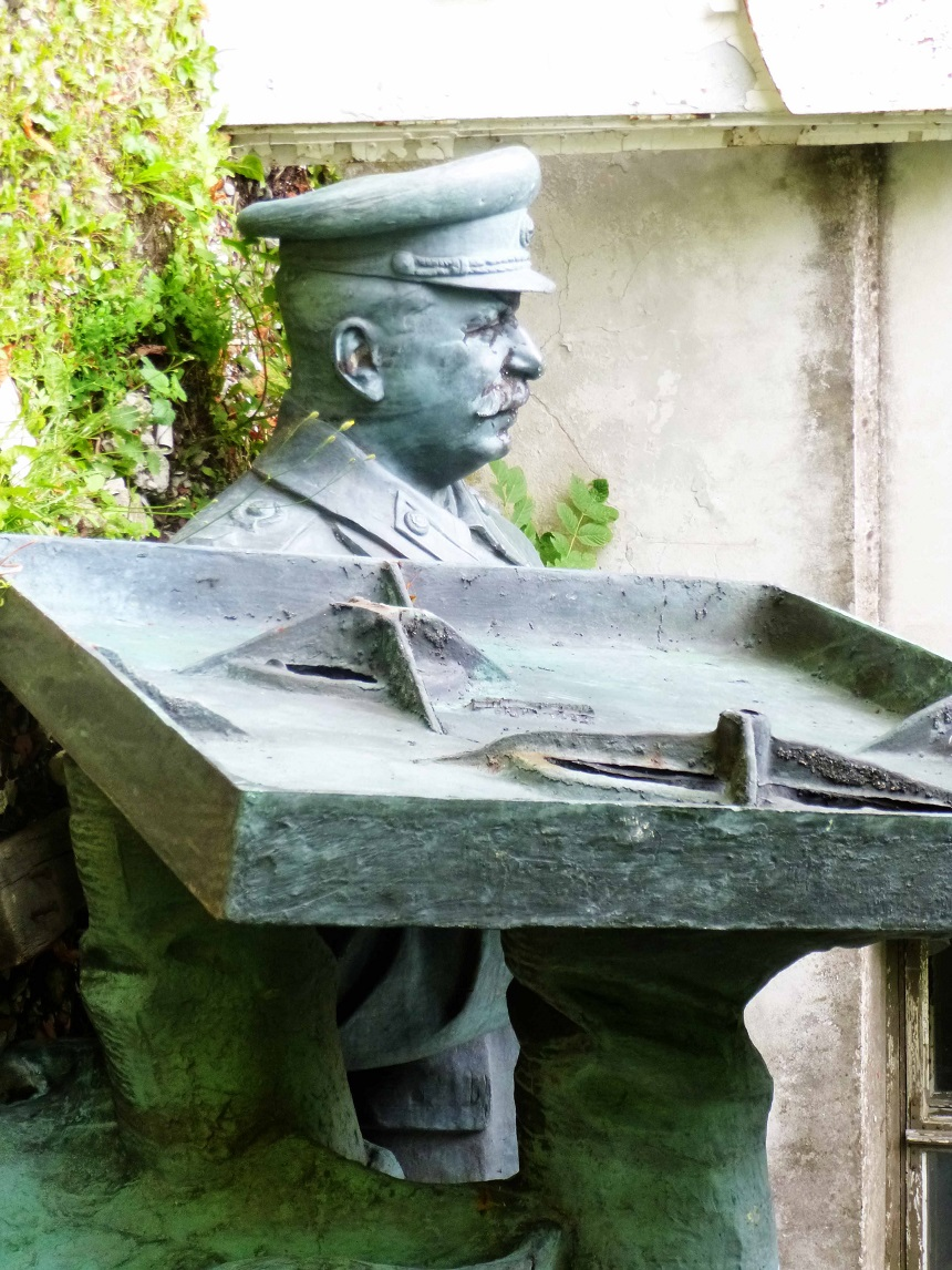 Stalin in der letzten Ecke des Gartens. Ob er sich das wohl so vorgestellt hat?