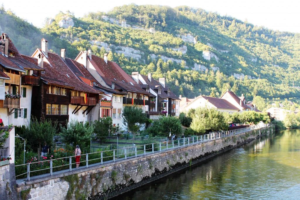 Die mittelalterliche Häuserfassade von St. Ursanne.