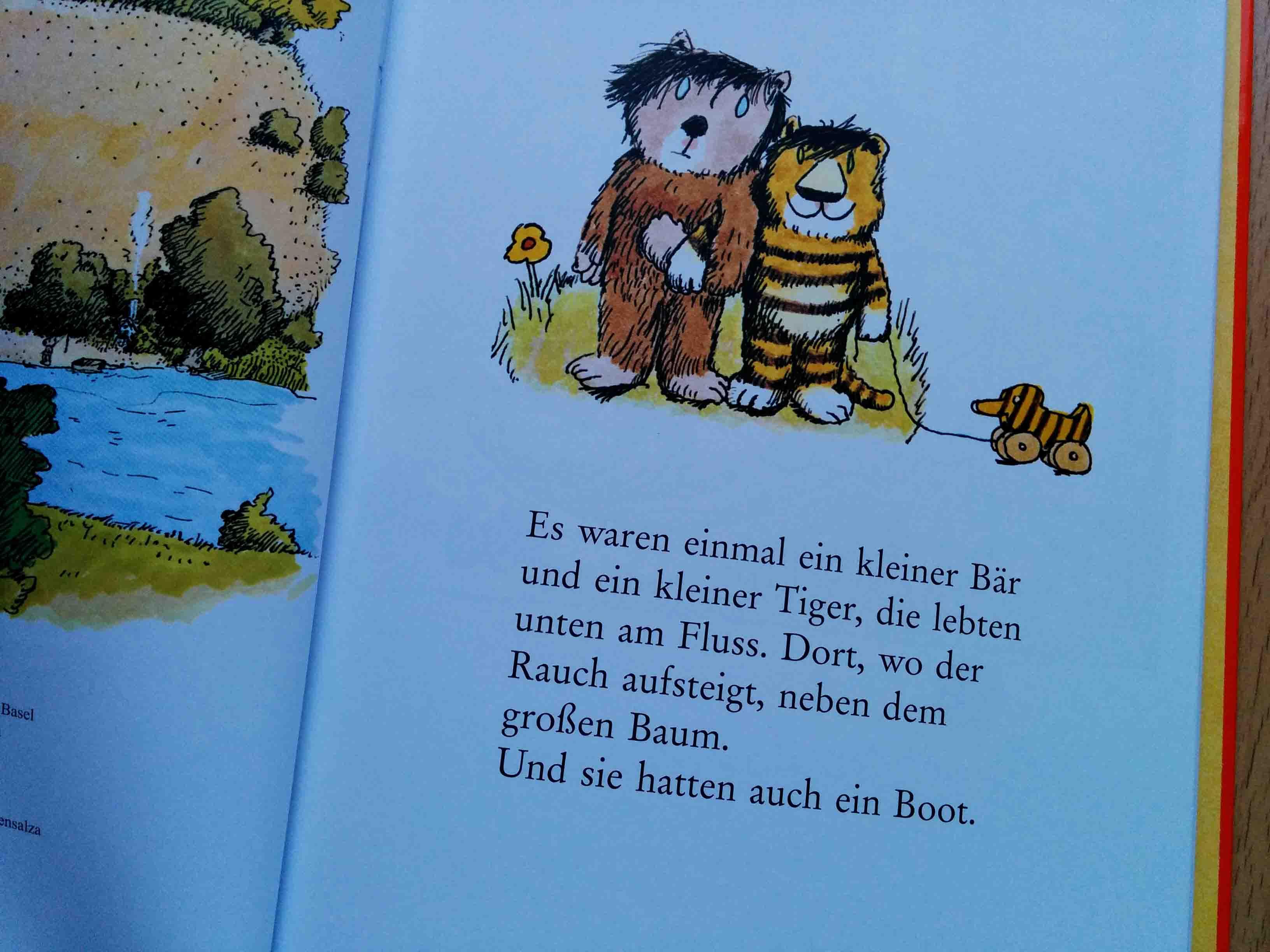 Der kleine Tiger und der kleine Bär sind bescheiden und glücklich mit dem, was sie haben. Was sie vor allem haben: Sich gegenseitig.