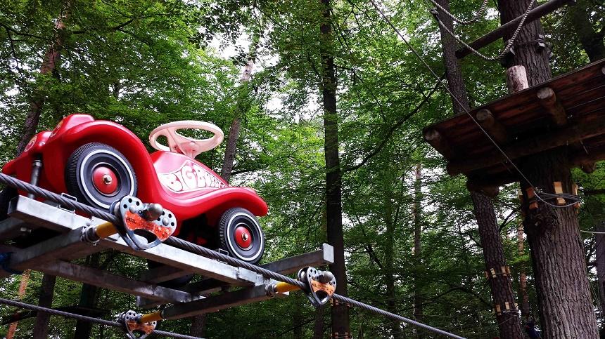 Wie süß :-) Ein Bobbycar in luftigen Höhen.